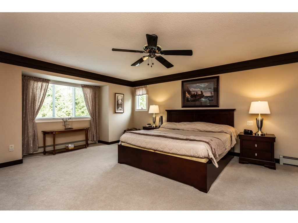 Photo 9: Photos: 23646 55A Avenue in Langley: Salmon River House for sale : MLS®# R2361499
