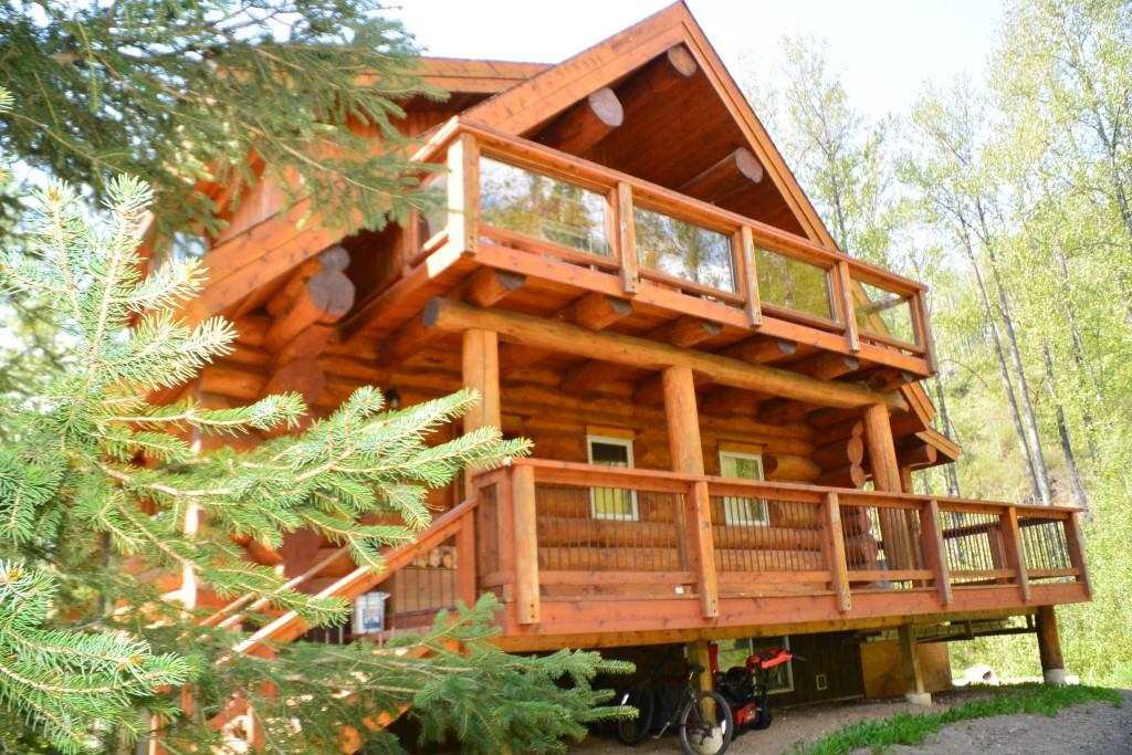 """Main Photo: 5170 DRIFTWOOD Road in Smithers: Smithers - Rural House for sale in """"DRIFTWOOD"""" (Smithers And Area (Zone 54))  : MLS®# R2371136"""
