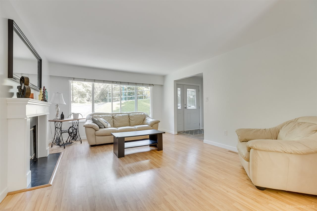 Photo 2: Photos: 1030 GATENSBURY Road in Port Moody: Port Moody Centre House for sale : MLS®# R2394825