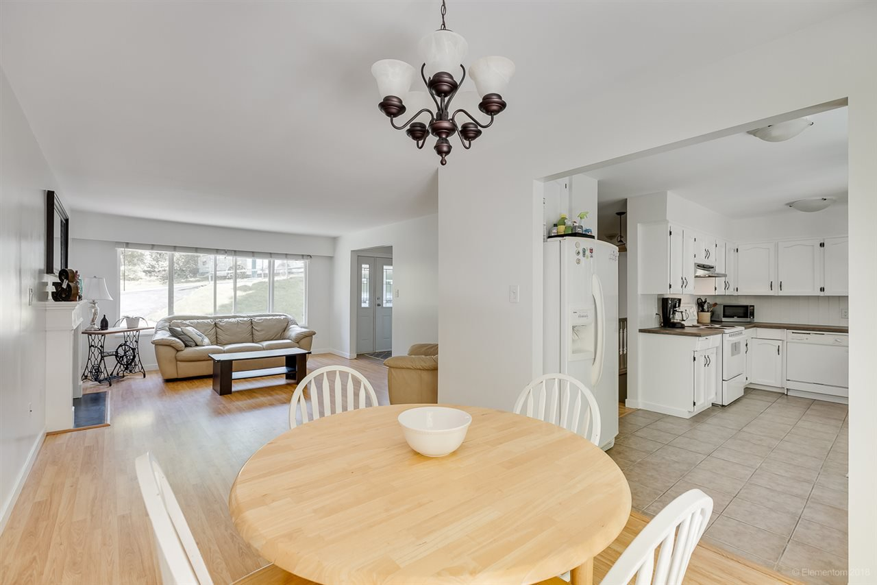 Photo 5: Photos: 1030 GATENSBURY Road in Port Moody: Port Moody Centre House for sale : MLS®# R2394825
