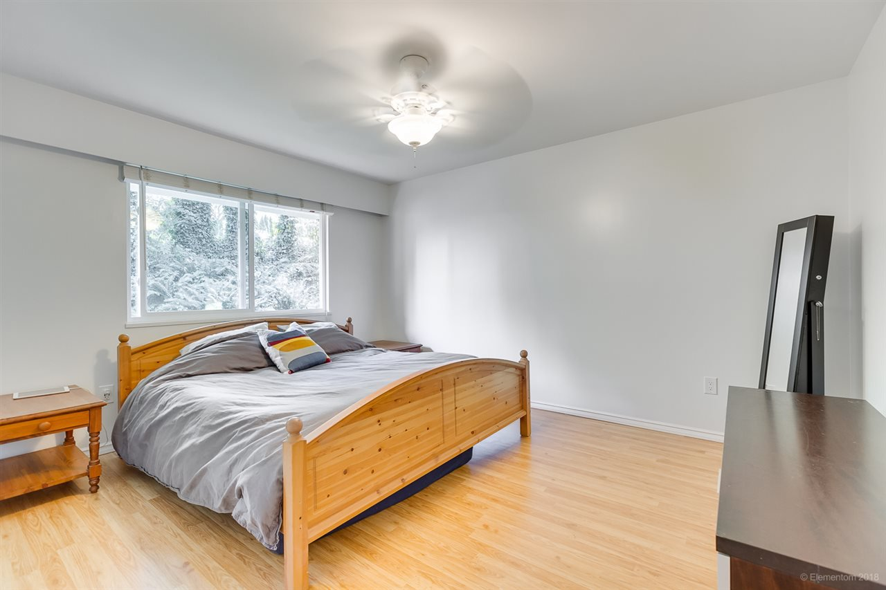 Photo 11: Photos: 1030 GATENSBURY Road in Port Moody: Port Moody Centre House for sale : MLS®# R2394825