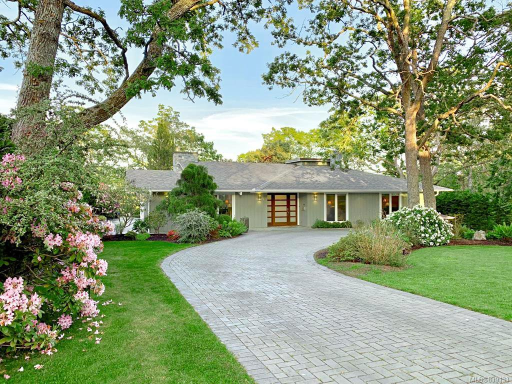 Main Photo: 3275 Norfolk Rd in Oak Bay: OB Uplands House for sale : MLS®# 839133