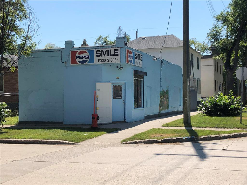 Main Photo: 352 Manitoba Avenue in Winnipeg: Industrial / Commercial / Investment for sale (4A)  : MLS®# 202021462