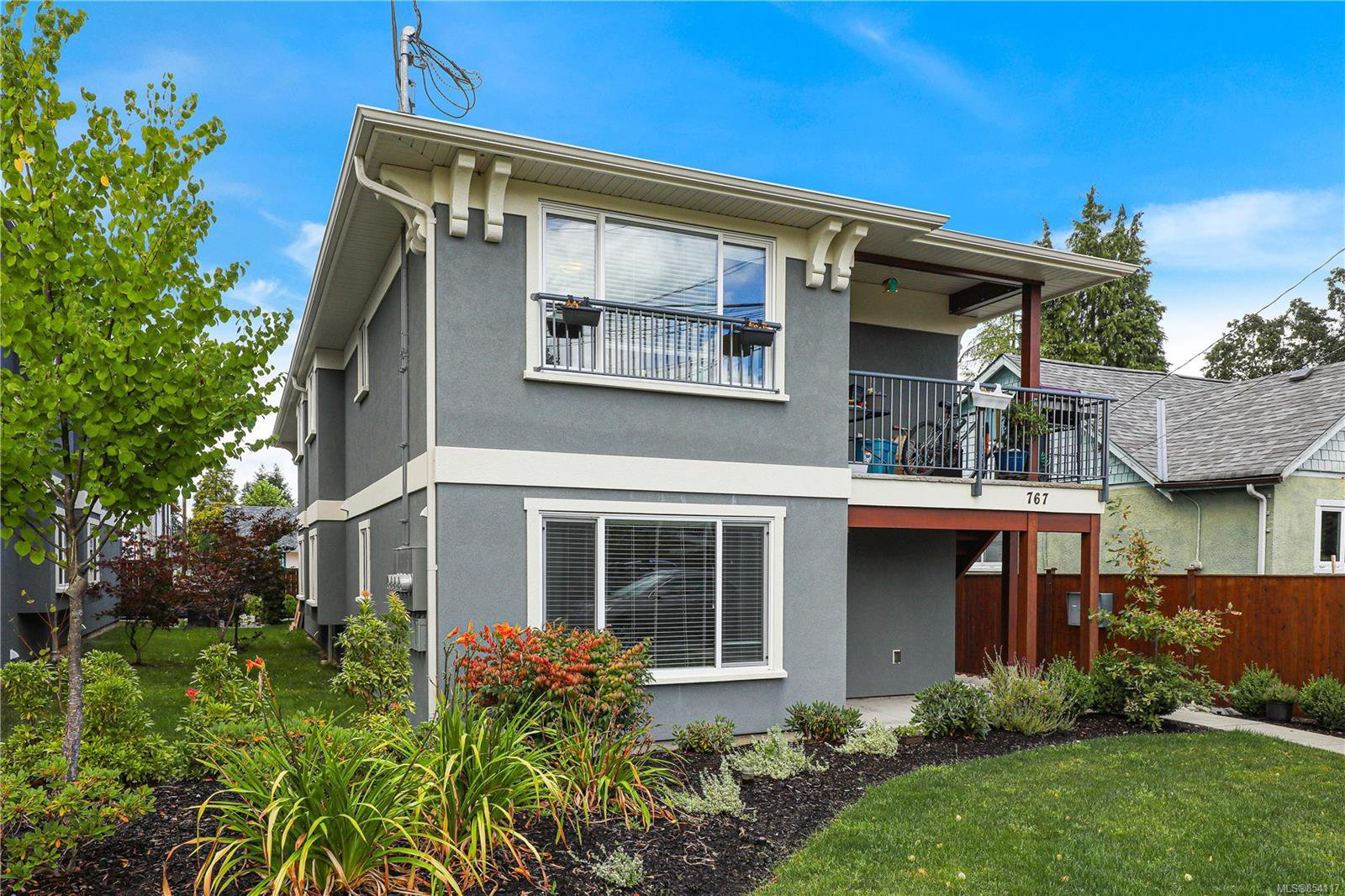 Main Photo: 767 8th St in : CV Courtenay City Multi Family for sale (Comox Valley)  : MLS®# 854117