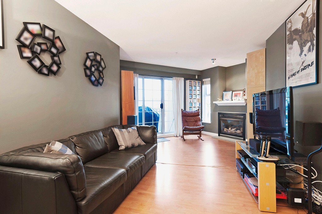 "Main Photo: 306 137 E 1ST Street in North Vancouver: Lower Lonsdale Condo for sale in ""CORONADO"" : MLS®# V1098807"