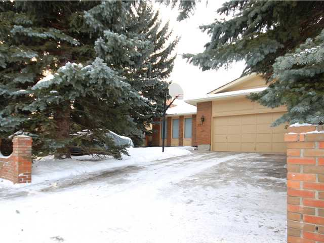 Main Photo: 151 LAKE ADAMS Crescent SE in Calgary: Lake Bonavista Residential Detached Single Family for sale : MLS®# C3648155