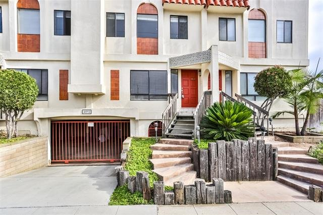 Main Photo: PACIFIC BEACH Townhome for sale : 2 bedrooms : 4092 Riviera Drive #3 in San Diego