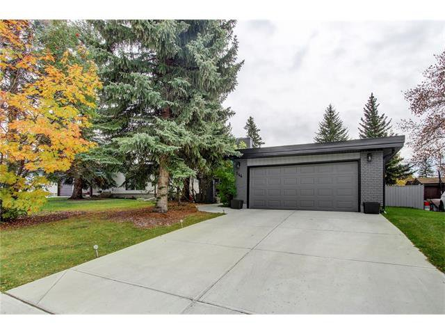 Main Photo: 544 OAKWOOD Place SW in Calgary: Oakridge House for sale : MLS®# C4084139