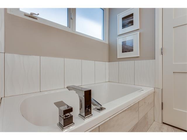 Photo 20: Photos: 5008 VANSTONE Crescent NW in Calgary: Varsity House for sale : MLS®# C4094645