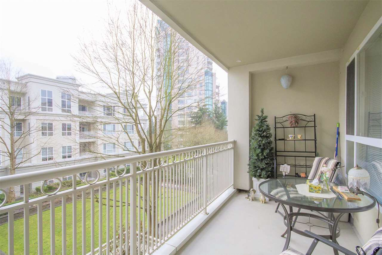 "Main Photo: 317 3098 GUILDFORD Way in Coquitlam: North Coquitlam Condo for sale in ""MARLBOROUGH HOUSE"" : MLS®# R2141555"