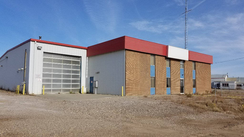 Photo 2: Photos: 401-403 Devonian Street in Estevan: Commercial for sale