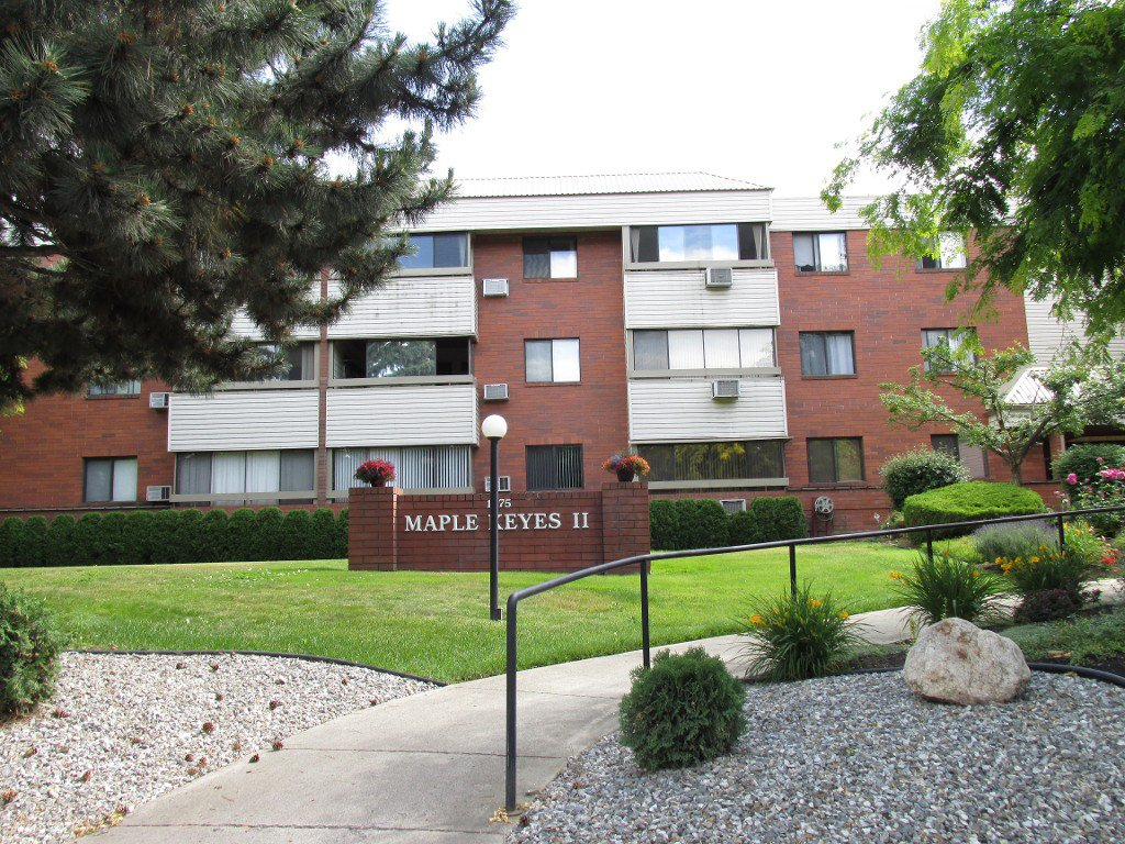 Main Photo: 210 1075 Bernard Avenue in Kelowna: Kelowna North Condo for sale : MLS®# 10137427