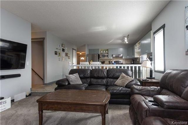 Photo 9: Photos: 11 Highcastle Crescent in Winnipeg: River Park South Residential for sale (2F)  : MLS®# 1724417
