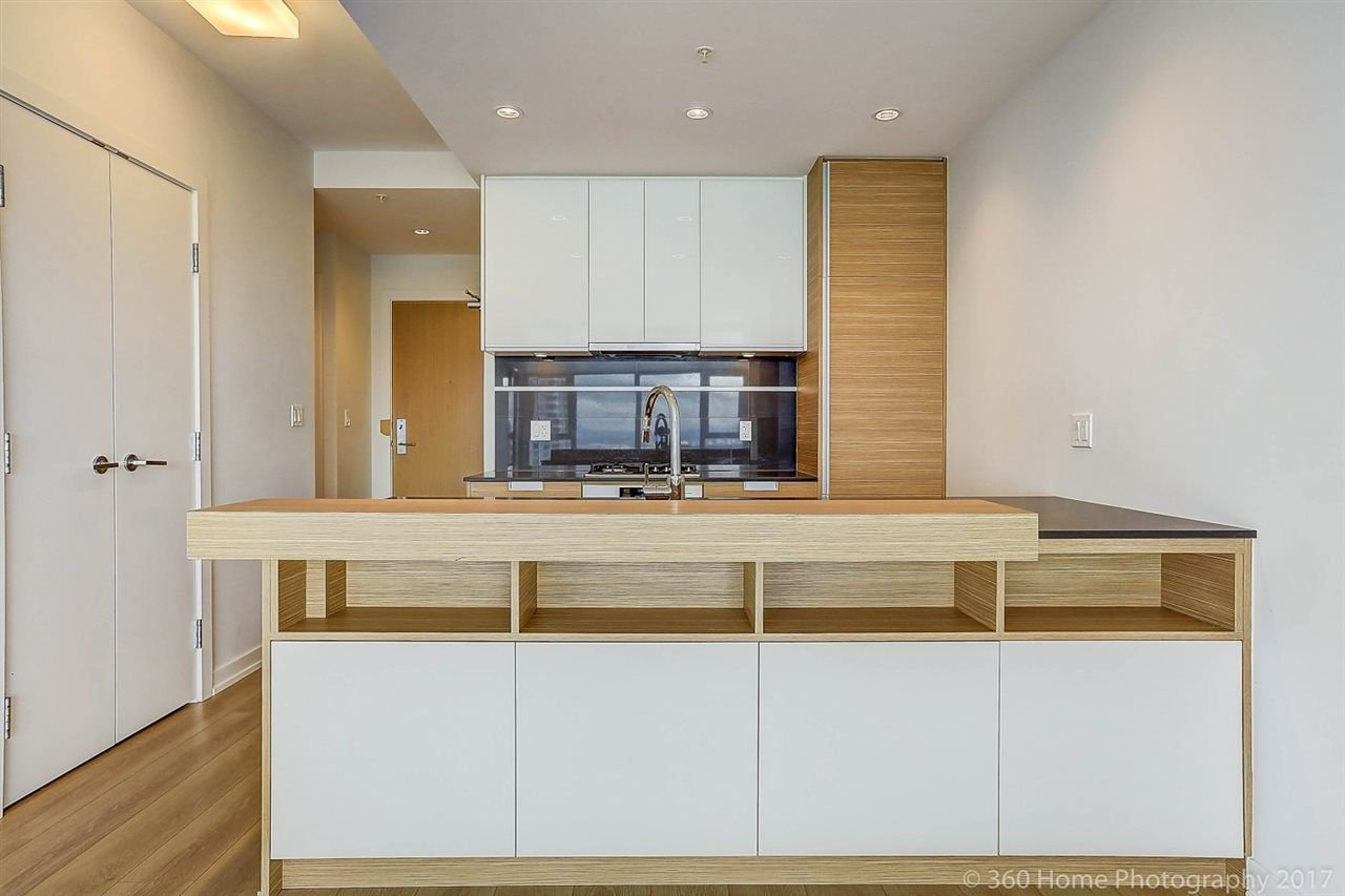 """Main Photo: 3302 4688 KINGSWAY in Burnaby: Metrotown Condo for sale in """"STATION SQUARE"""" (Burnaby South)  : MLS®# R2223914"""