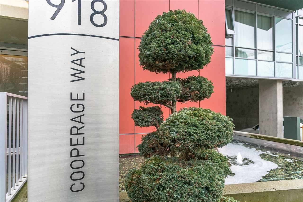 """Main Photo: 701 918 COOPERAGE Way in Vancouver: Yaletown Condo for sale in """"THE MARINER"""" (Vancouver West)  : MLS®# R2244805"""