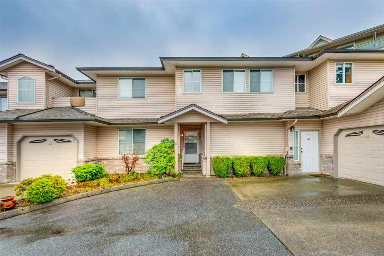 """Main Photo: 41 19060 FORD Road in Pitt Meadows: Central Meadows Townhouse for sale in """"REGENCY COURT"""" : MLS®# R2253016"""