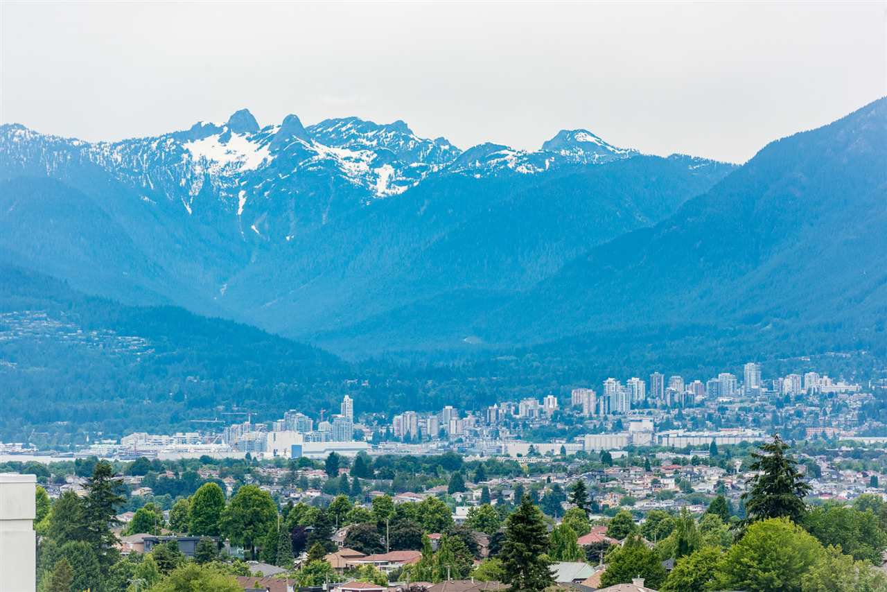"""Main Photo: 2606 5470 ORMIDALE Street in Vancouver: Collingwood VE Condo for sale in """"Wall Centre Central Park Tower 3"""" (Vancouver East)  : MLS®# R2308248"""