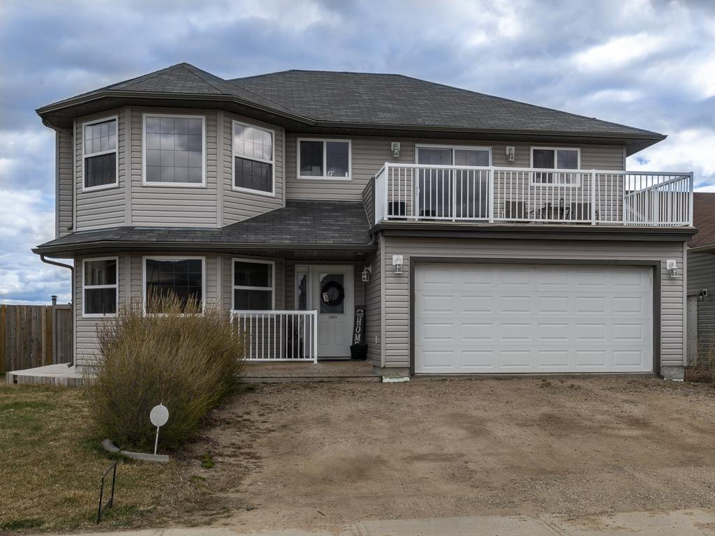 Main Photo: 5909 Meadow Way: Cold Lake House for sale : MLS®# E4140981