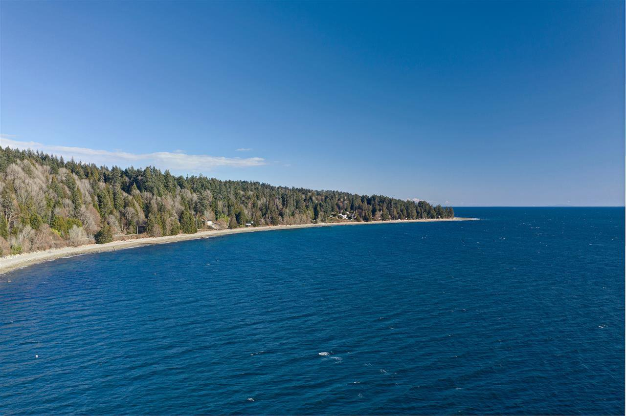 "Main Photo: Lot 4 OCEAN BEACH Esplanade in Gibsons: Gibsons & Area Land for sale in ""Bonniebrook/Chaster Beach"" (Sunshine Coast)  : MLS®# R2347212"