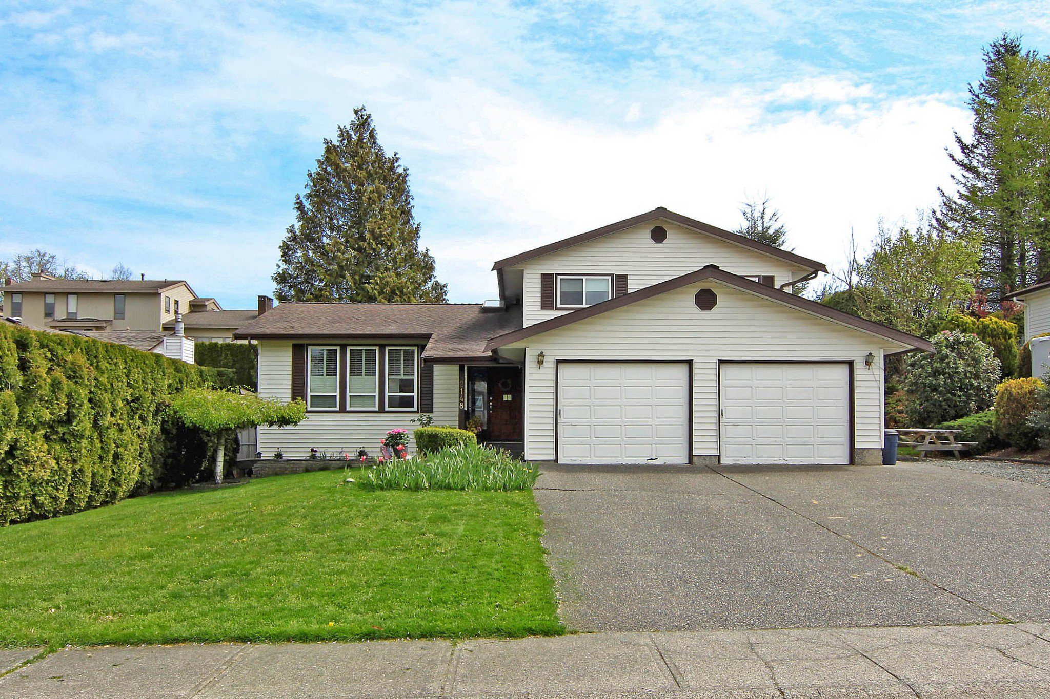 Main Photo: 2148 ESSEX Drive in Abbotsford: Abbotsford East House for sale : MLS®# R2363230