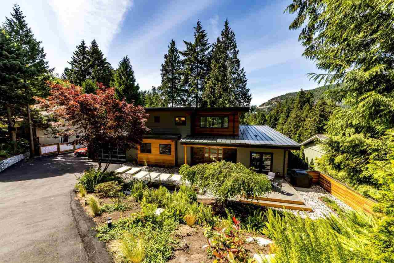 Main Photo: 5535 GREENLEAF Road in West Vancouver: Eagle Harbour House for sale : MLS®# R2455218