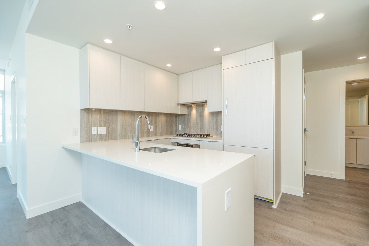 "Main Photo: 2207 5051 IMPERIAL Street in Burnaby: Metrotown Condo for sale in ""IMPERIAL"" (Burnaby South)  : MLS®# R2484692"