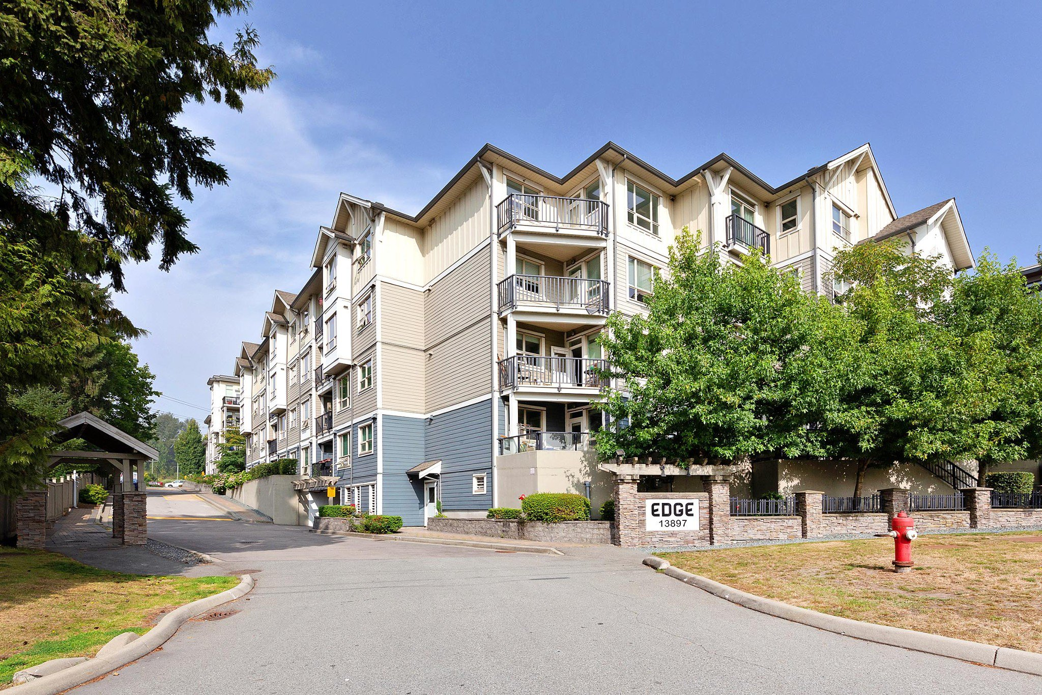 """Main Photo: 326 13897 FRASER Highway in Surrey: Whalley Condo for sale in """"THE EDGE"""" (North Surrey)  : MLS®# R2499236"""