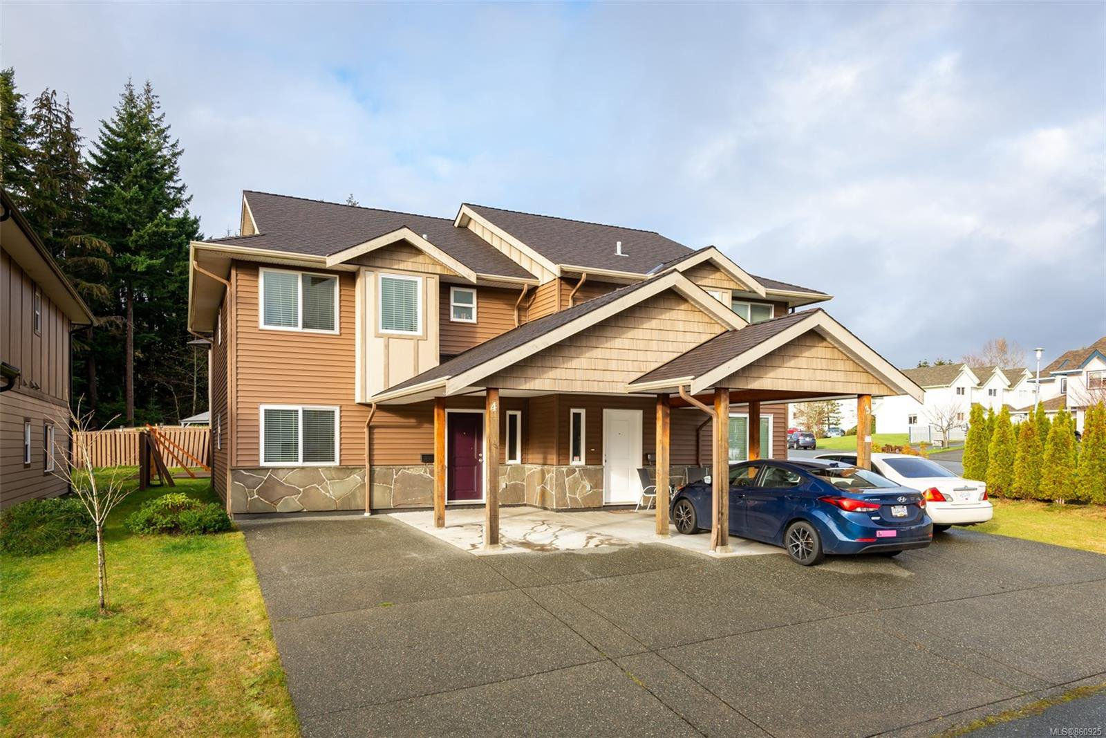 Main Photo: 4 1340 Creekside Way in : CR Campbell River Central Half Duplex for sale (Campbell River)  : MLS®# 860925