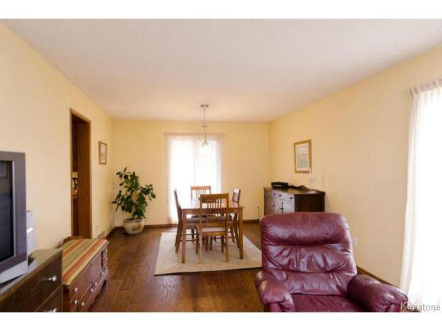 Photo 9: Photos:  in ESTPAUL: Birdshill Area Residential for sale (North East Winnipeg)  : MLS®# 1409100