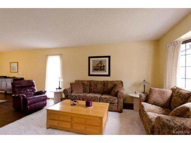 Photo 8: Photos:  in ESTPAUL: Birdshill Area Residential for sale (North East Winnipeg)  : MLS®# 1409100