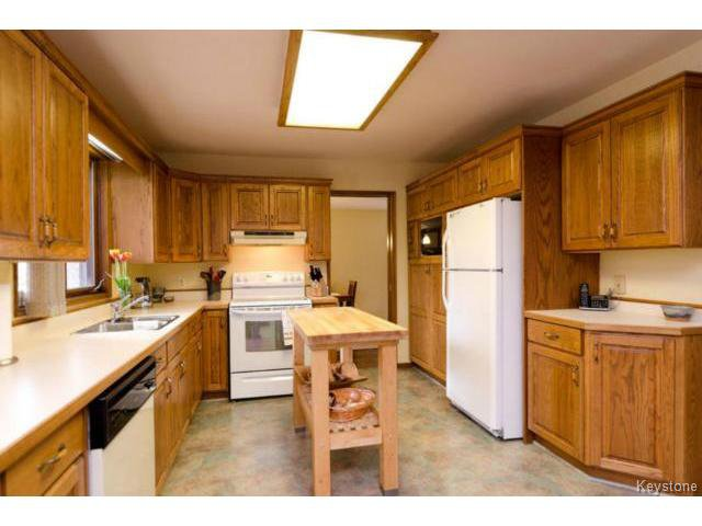 Photo 11: Photos:  in ESTPAUL: Birdshill Area Residential for sale (North East Winnipeg)  : MLS®# 1409100