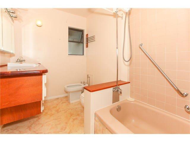 Photo 10: Photos: 1205 BEACH GROVE Road in Tsawwassen: Beach Grove House 1/2 Duplex for sale : MLS®# V1135632