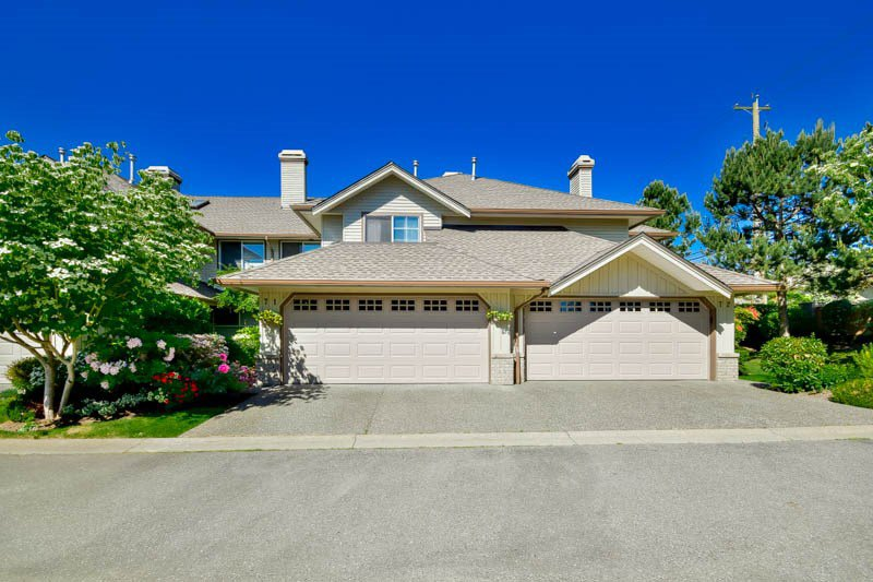 "Main Photo: 71 15860 82 Avenue in Surrey: Fleetwood Tynehead Townhouse for sale in ""The Oak Tree"" : MLS®# R2068932"