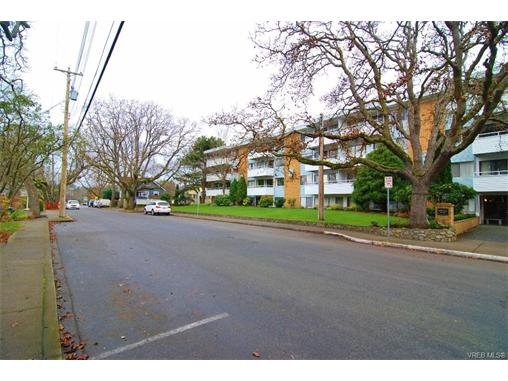 Main Photo: 406 2100 Granite St in VICTORIA: OB South Oak Bay Condo Apartment for sale (Oak Bay)  : MLS®# 747533