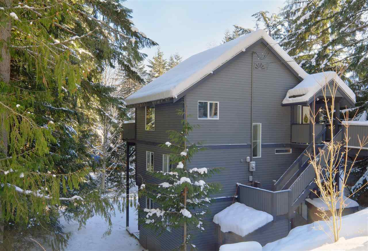"Main Photo: 8297 VALLEY Drive in Whistler: Alpine Meadows House for sale in ""ALPINE MEADOWS"" : MLS®# R2128037"