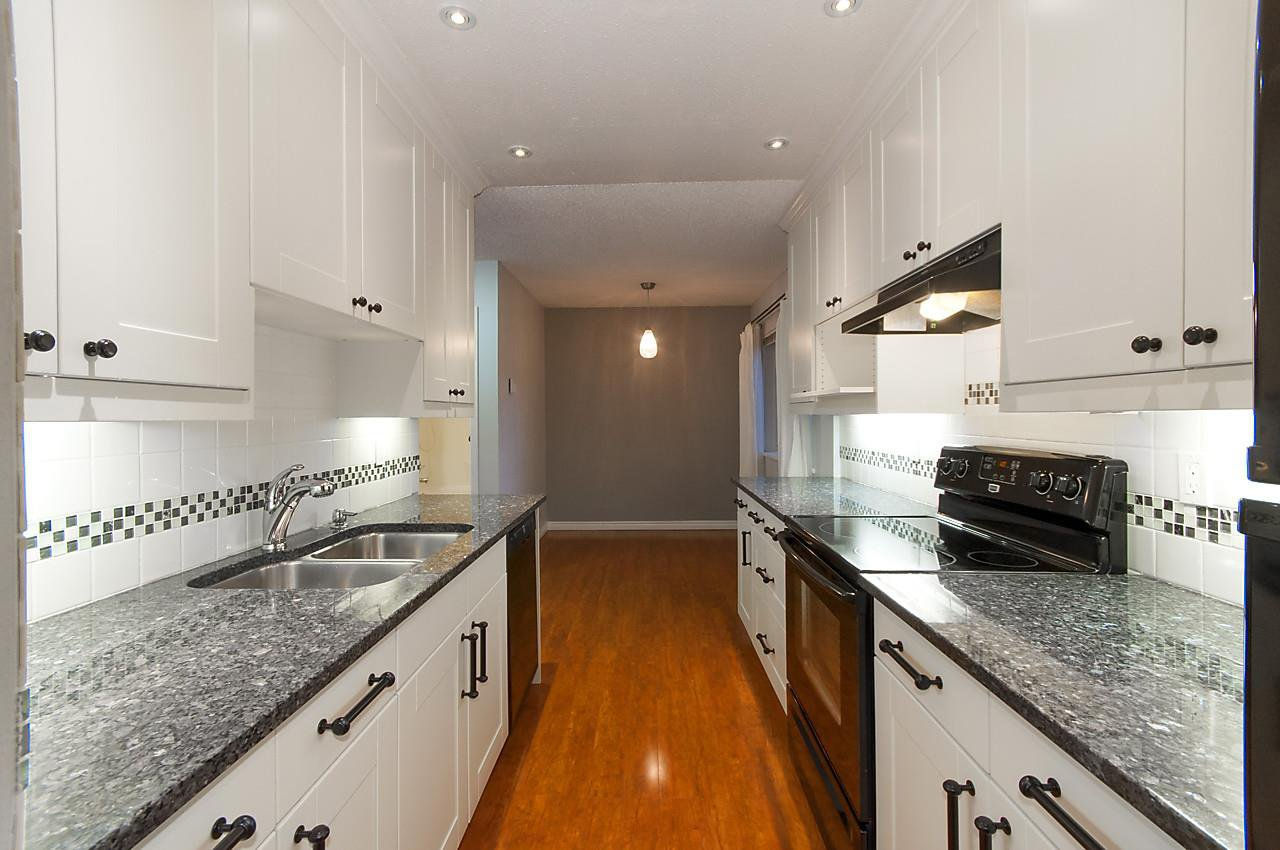 """Photo 3: Photos: 121 4373 HALIFAX Street in Burnaby: Brentwood Park Condo for sale in """"BRENT GARDENS"""" (Burnaby North)  : MLS®# R2128661"""