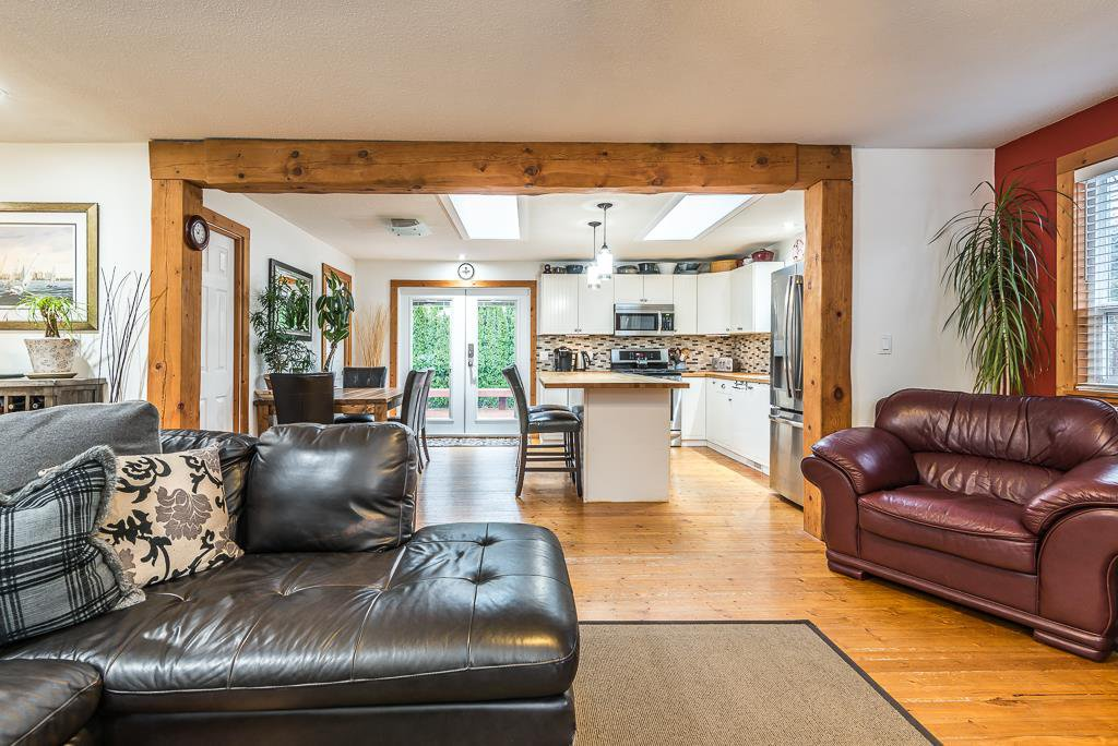 Photo 7: Photos: 1209 JUDD Road in Squamish: Brackendale 1/2 Duplex for sale : MLS®# R2224655