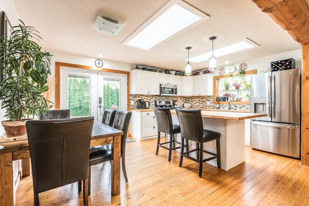 Photo 8: Photos: 1209 JUDD Road in Squamish: Brackendale 1/2 Duplex for sale : MLS®# R2224655