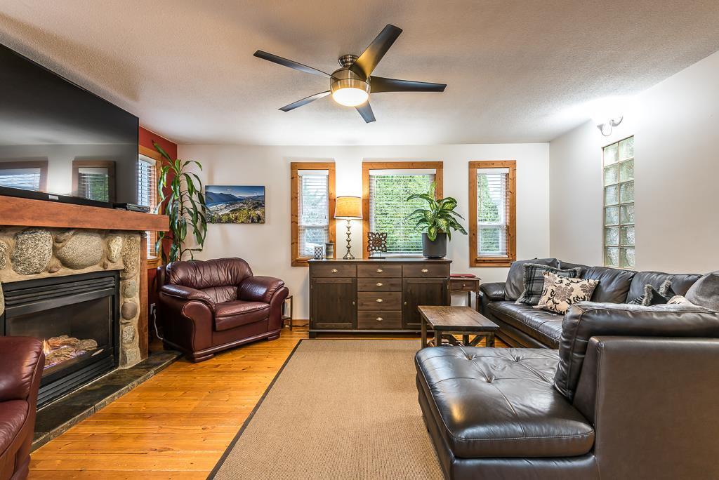 Photo 5: Photos: 1209 JUDD Road in Squamish: Brackendale 1/2 Duplex for sale : MLS®# R2224655