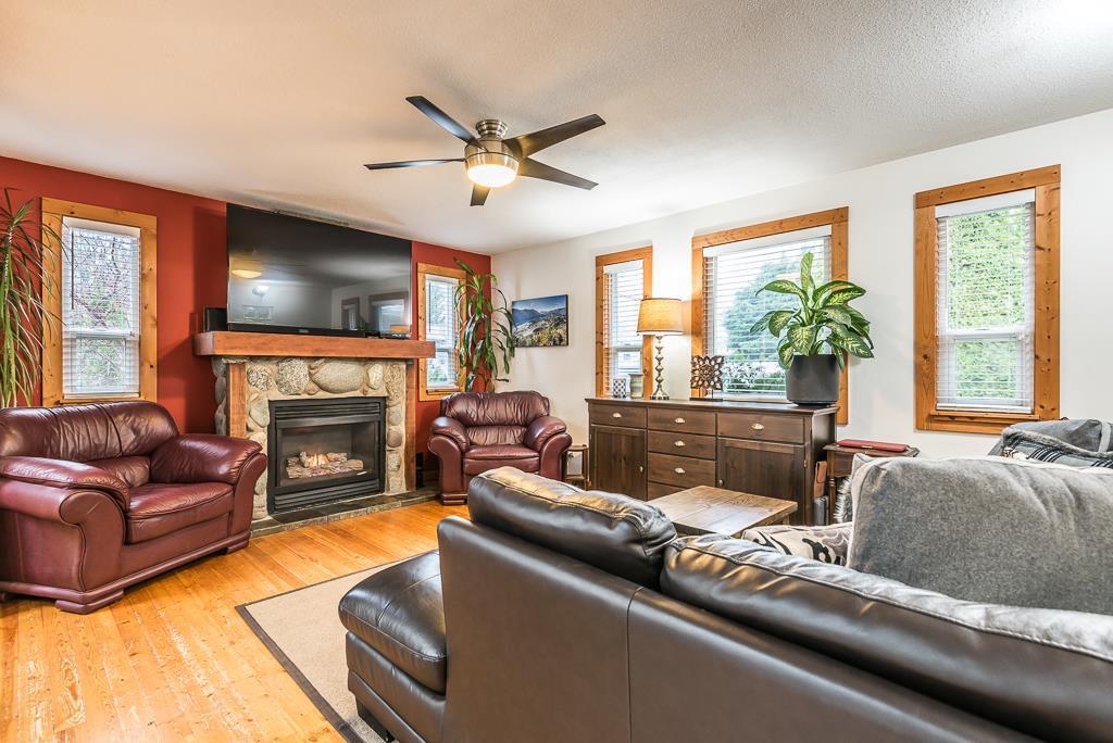 Photo 4: Photos: 1209 JUDD Road in Squamish: Brackendale 1/2 Duplex for sale : MLS®# R2224655