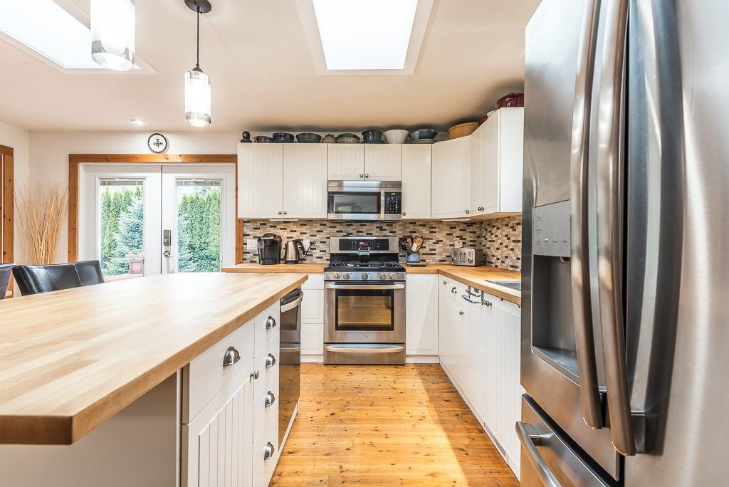 Photo 10: Photos: 1209 JUDD Road in Squamish: Brackendale 1/2 Duplex for sale : MLS®# R2224655