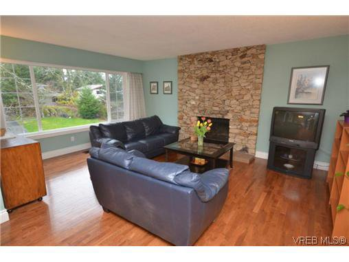 Main Photo: 4165 Crosshaven Close in VICTORIA: SE Lake Hill Residential for sale (Saanich East)  : MLS®# 305304