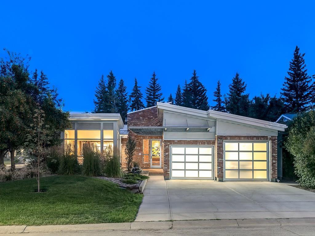 Main Photo: 6725 LAIRD Court SW in Calgary: Lakeview Detached for sale : MLS®# C4202229