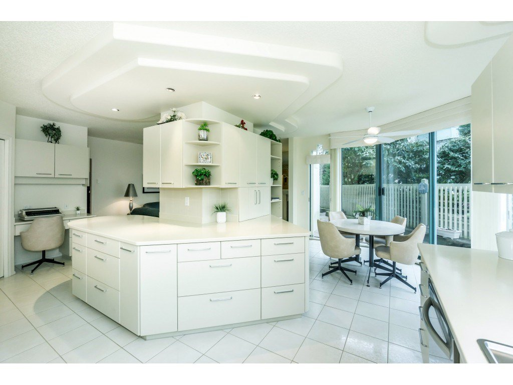 """Main Photo: 107 1725 MARTIN Drive in Surrey: Sunnyside Park Surrey Condo for sale in """"Southwynd"""" (South Surrey White Rock)  : MLS®# R2339886"""