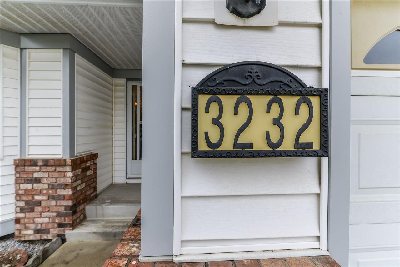 Photo 2: Photos: 3232 38 Avenue in Edmonton: Zone 30 House Half Duplex for sale : MLS®# E4162579