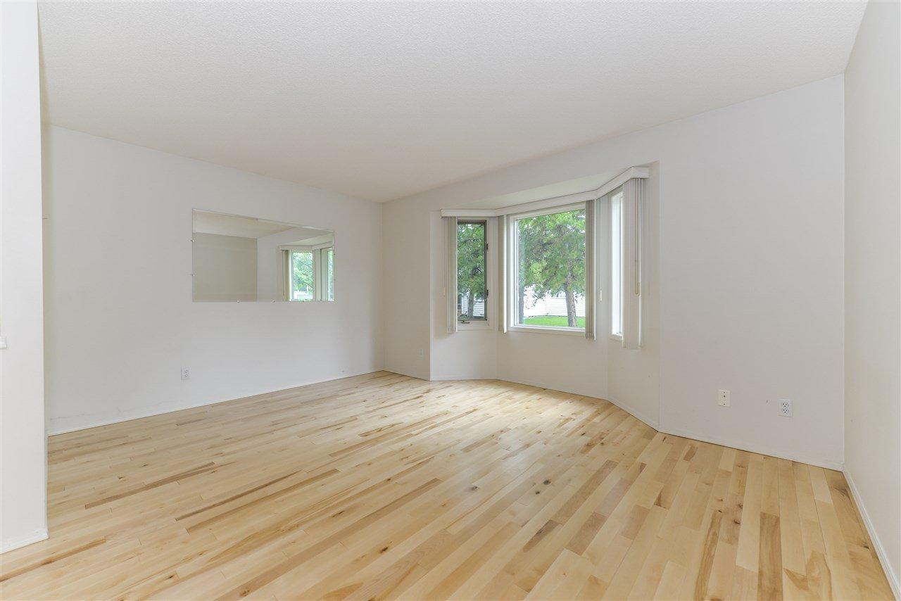 Photo 11: Photos: 3232 38 Avenue in Edmonton: Zone 30 House Half Duplex for sale : MLS®# E4162579