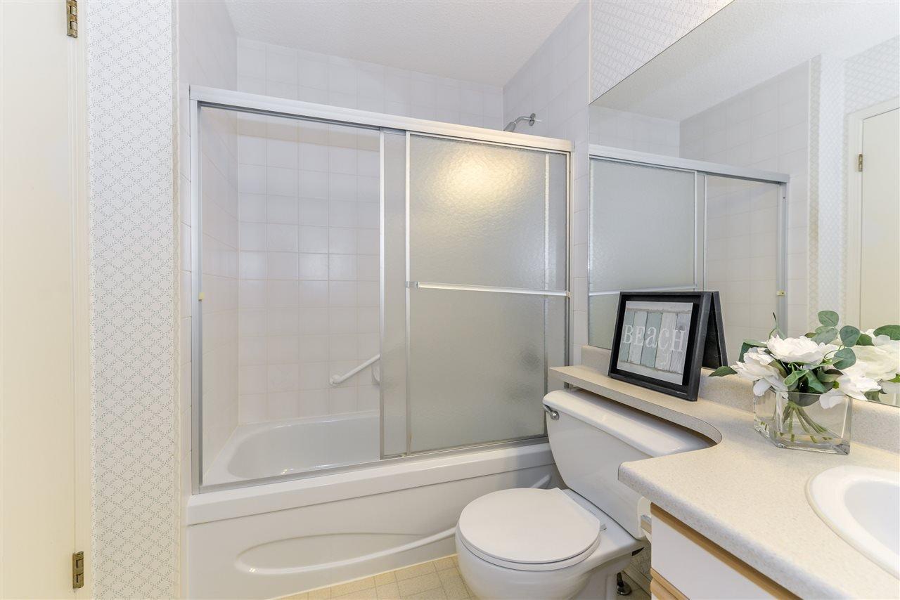 Photo 13: Photos: 3232 38 Avenue in Edmonton: Zone 30 House Half Duplex for sale : MLS®# E4162579