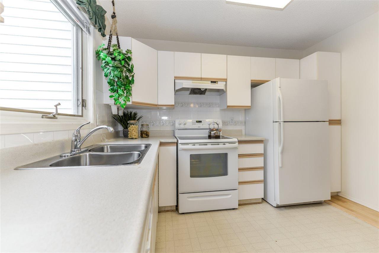 Photo 7: Photos: 3232 38 Avenue in Edmonton: Zone 30 House Half Duplex for sale : MLS®# E4162579