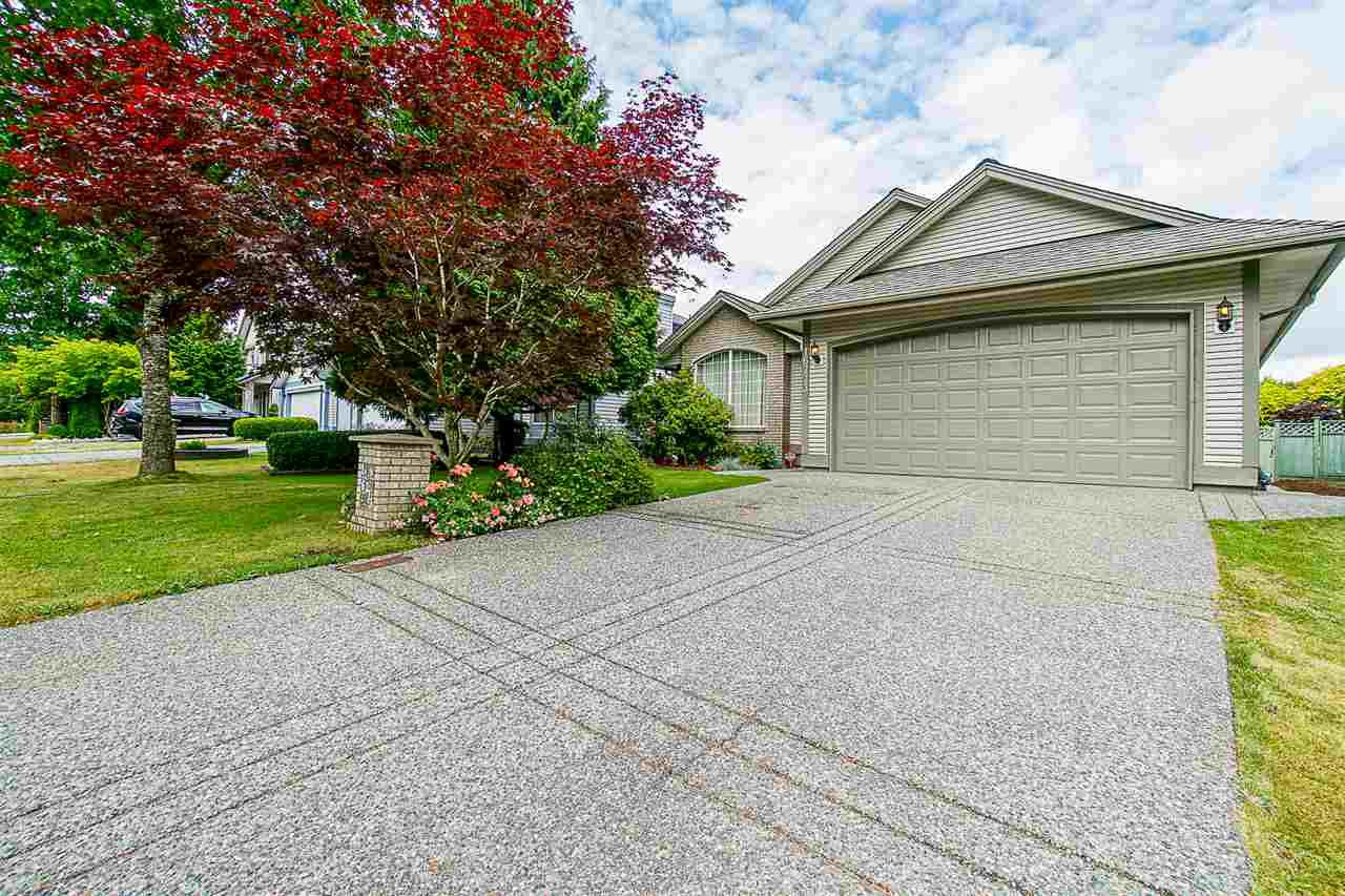 Main Photo: 16773 84 Avenue in Surrey: Fleetwood Tynehead House for sale : MLS®# R2385214