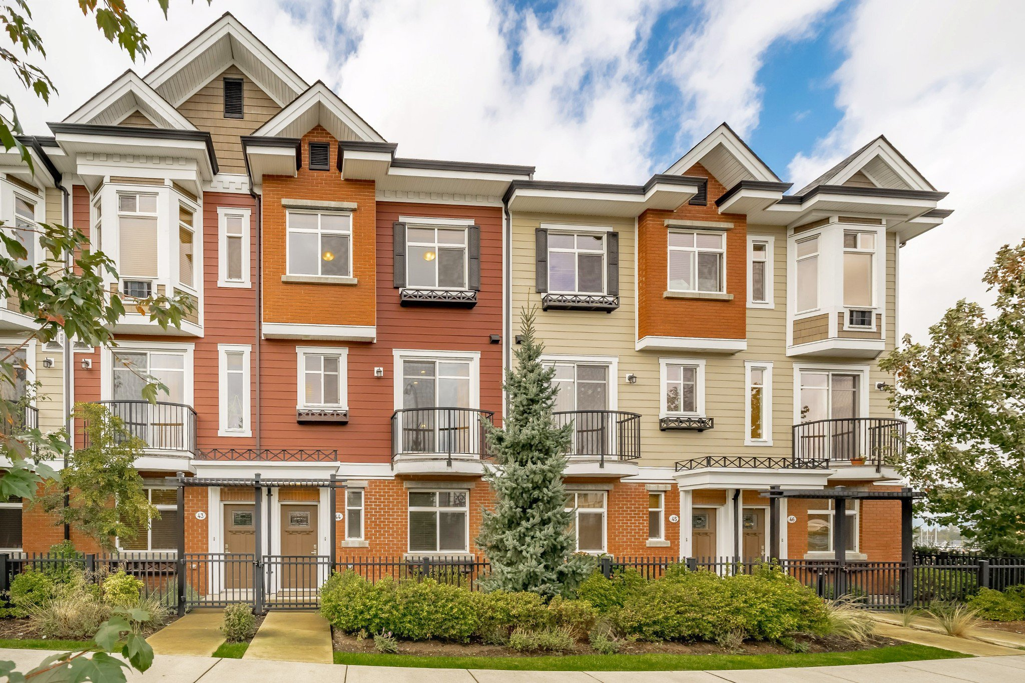 "Main Photo: 44 8068 207 Street in Langley: Willoughby Heights Townhouse for sale in ""Willoughby"" : MLS®# R2410149"